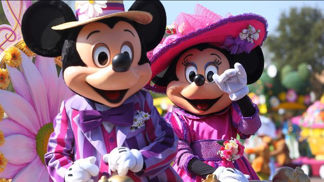 n016612_2021apr04_spring2014_parade-mickey-minnie_16-9_2560x1440